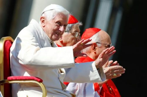 Emeritus Pope Benedict XVI waves before a mass in Saint Peter's square at the Vatican September 28, 2014. REUTERS/Tony Gentile